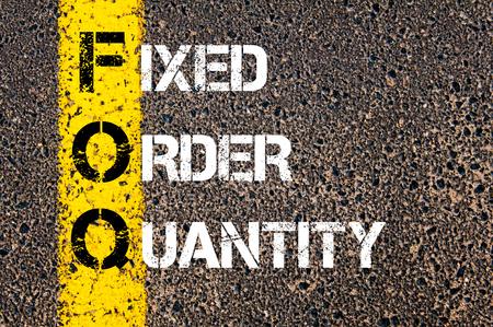 fixed line: Imagen del concepto de negocio acr�nimo FOQ como fija Cantidad escrito m�s marcado l�nea de pintura amarilla carretera.