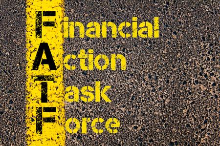 ビジネス略語 FATF 道路標示黄色塗装ライン上に書かれた金融活動作業部会としての概念イメージ。 写真素材