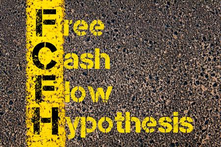 hypothesis: Imagen del concepto del acr�nimo negocios FCFH como Free Cash Flow Hip�tesis escrito sobre el camino que marca la l�nea de pintura amarilla.