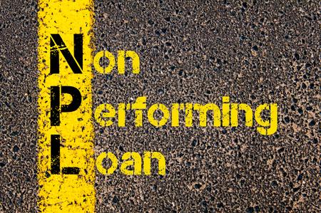 道路標示黄色塗装ライン上に書かれた以外の不良債権としてビジネスの頭字語の不良債権の概念イメージ。