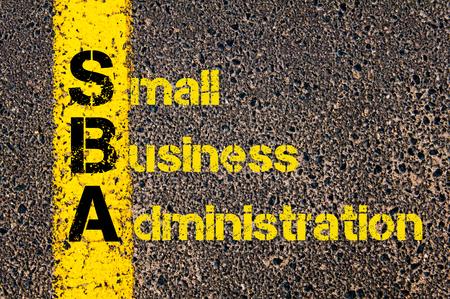 コンセプト イメージの会計ビジネス頭字語 SBA 中小企業庁道路標示黄色塗装ライン上に書かれました。