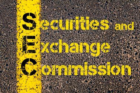 Concept afbeelding van Accounting Business Acroniem SEC Securities and Exchange Commission overschreven wegmarkering gele verf lijn.