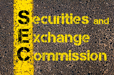 Concept image of Accounting Business Acronym SEC Securities and Exchange Commission written over road marking yellow paint line. Banque d'images