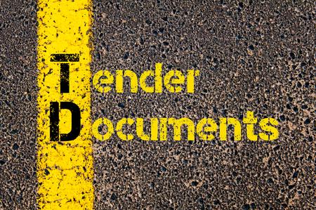 会計ビジネス頭字語 TD 入札書類の道路標示黄色塗装ライン上に書かれたコンセプト イメージ。