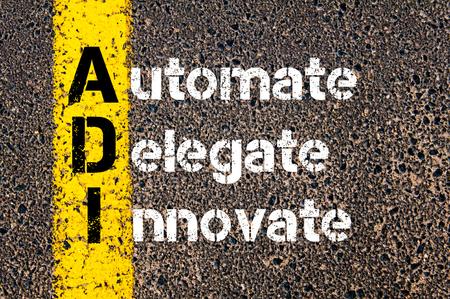 delegar: Imagen del concepto del acr�nimo negocios ADI Automatizar, Delegado, innovar escrito sobre el camino que marca la l�nea de pintura amarilla.