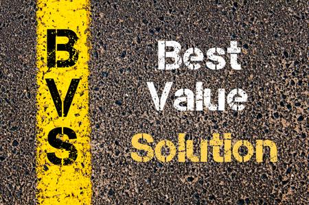valor: Imagen del concepto del acr�nimo negocios BVS Mejor Soluci�n Valor escrito sobre marcando la l�nea de pintura de color amarillo carretera Foto de archivo