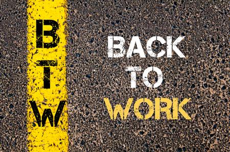 Concept afbeelding van Business Acroniem BTW Terug naar werk overschreven wegmarkering gele verf lijn