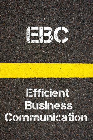 comunicaci�n escrita: Imagen del concepto del acr�nimo negocios EBC eficiente comunicaci�n de negocios por escrito sobre el camino que marca la l�nea de pintura de color amarillo