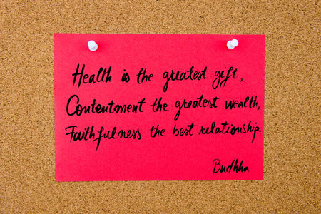 fidelidad: Quote Health is the greatest gift, Contentment the greatest wealth, Faithfulness the best relationship  by Buddha, written on red paper note pinned on cork board with white thumbtacks, copy space available Foto de archivo