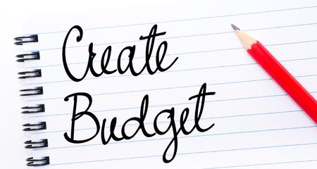 comunicación escrita: Crear Presupuesto escrito en la página del cuaderno con el lápiz rojo a la derecha
