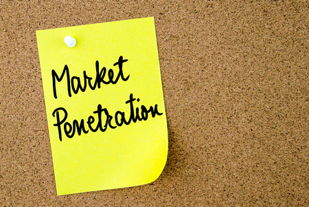 penetración: Market Penetration text written on yellow paper note pinned on cork board with white thumbtack. Business concept image with copy space available Foto de archivo