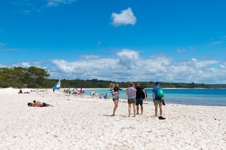Galamban Green Patch Beach, NSW, Australia-December 24, 2018: People enjoying the sunny weather at Galamban Green Patch beach in Jervis Bay, a quiet getaway location to enjoy surf and sunshine. 写真素材 - 120452951