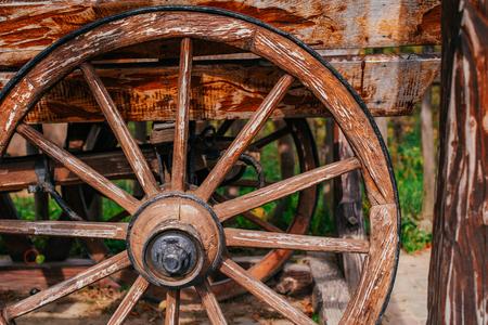 Houten wielwagen Stockfoto