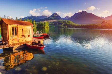 국립 공원 높은 Tatra에서에서 장엄한 산악 호수. Strbske pleso, 슬로바키아, 유럽. 스톡 콘텐츠