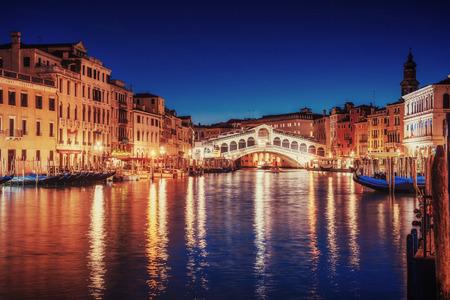 City landscape. Rialto Bridge in Venice, Italy Standard-Bild