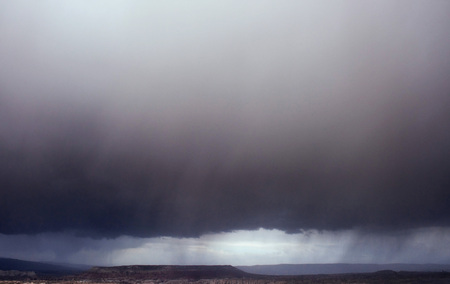 Rain storm. Fantastic views of the dramatic and cloudy skies Imagens - 74114067