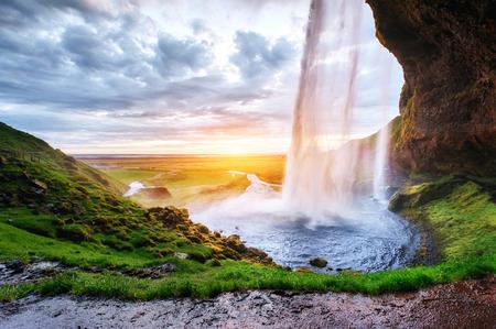 The most famous Icelandic waterfall - majestic Seljalandsfoss Standard-Bild