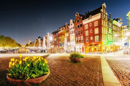 암스테르담은 네덜란드에서 가장 인구가 많고 인구가 많은 도시입니다. 스톡 콘텐츠