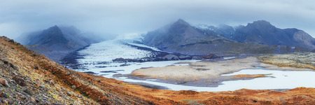 Iceland. Rocky mountains and river between them 版權商用圖片