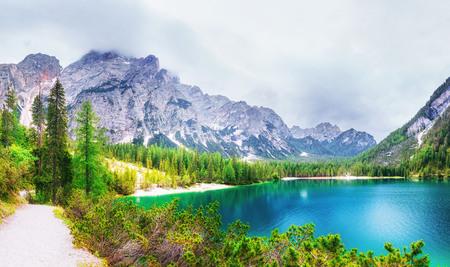 Lago Strbske Pleso en la montaña de los Altos Tatras, Eslovaquia Foto de archivo