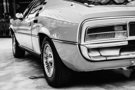 車の背面図