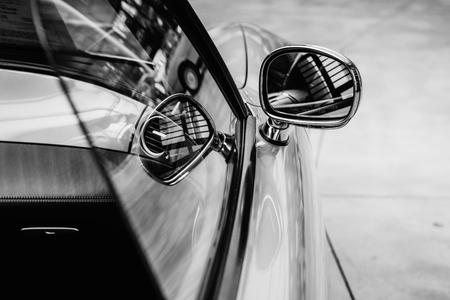 そのレトロな車のクローズ アップ。 写真素材