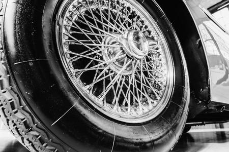 Automobile retro dell'annata di trasporto. Bella esposizione Archivio Fotografico - 86032926