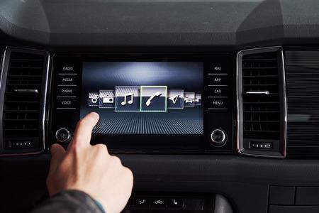 Autoinnenraum - Geräte, das Konzept des Fahrens.