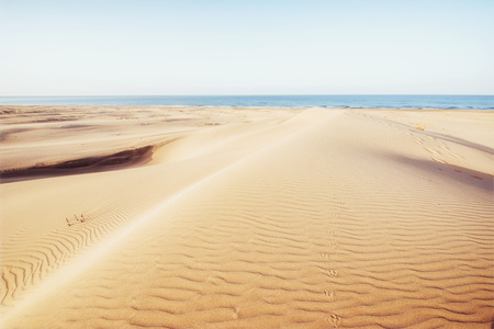 터키에서 신비한 사막을 통해 다채로운 일몰입니다. 스톡 콘텐츠