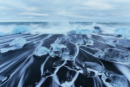 Jokulsarlon gletsjerlagune, fantastische zonsondergang op het zwarte strand, IJsland