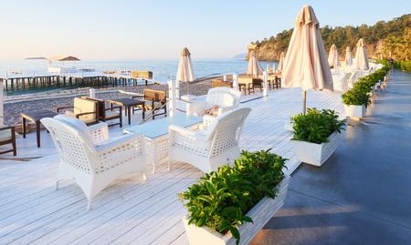 Amara Dolce Vita Luxury Hotel에서 산책과 스포츠를위한 아름다운 제방. Alanya 터키.
