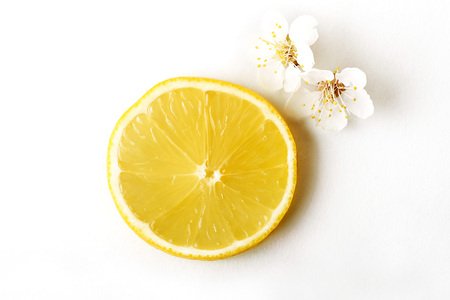 slice ripe lemon citrus fruit on a white background Imagens
