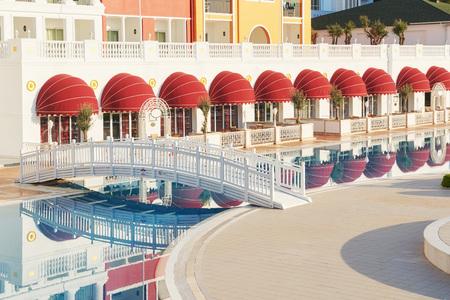 人気のアマラ ドルチェ ヴィータ高級ホテル リゾートします。プール、水公園、レクリエーション エリア、海に沿ってトルコの海岸の。ケメロボ ケ 写真素材