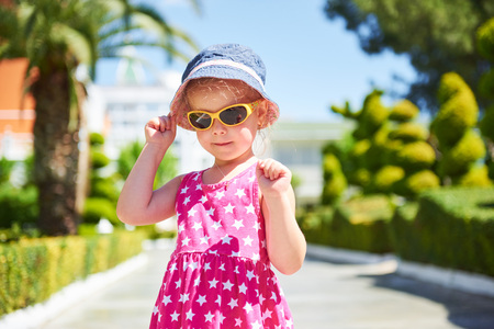 Portrait of a happy child wearing sunglasses outdoors in summer day. Amara Dolce Vita Luxury Hotel. Resort. Tekirova-Kemer. Turkey. Stok Fotoğraf - 86264924