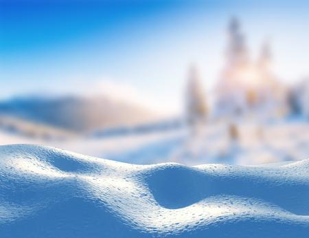 De majestueuze bergen van het sneeuwbanklandschap in de winter. Magische winter sneeuw bedekte boom. In afwachting van de vakantie. Dramatische winterse scène. Karpaten. Oekraïne.