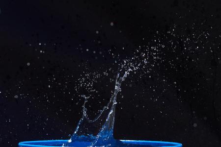 CLaboussures d'eau, isolées sur un fond noir Banque d'images - 86477677
