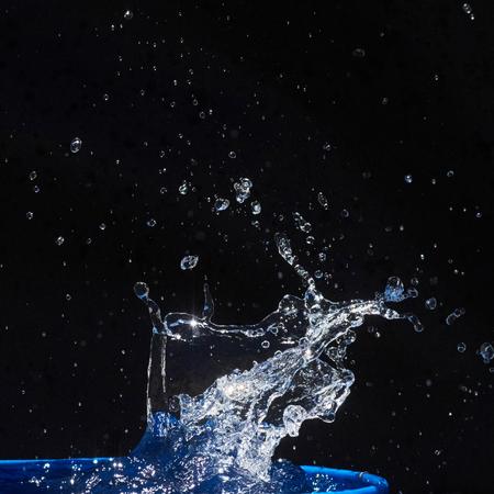 CLaboussures d'eau, isolées sur un fond noir Banque d'images - 86477679