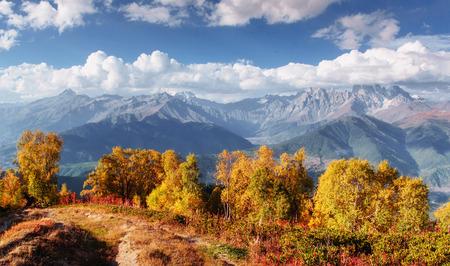 Dikke mist op de berg pas Goulet. Georgia, Svaneti. Europa. Bergen van de Kaukasus Stockfoto