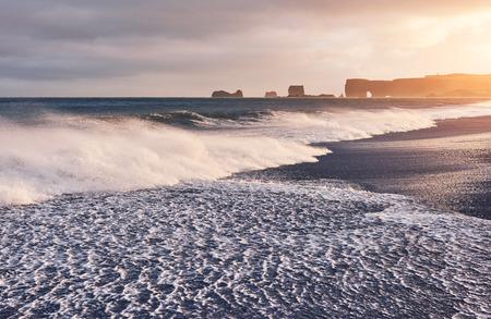 The waves hitting the beach at Black Sand Beach or Reynisfjara in Iceland. Stok Fotoğraf