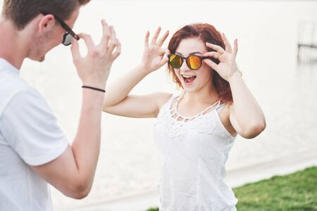 Happy cheerful playful woman with her husband in sunglasses. Zdjęcie Seryjne - 133826240