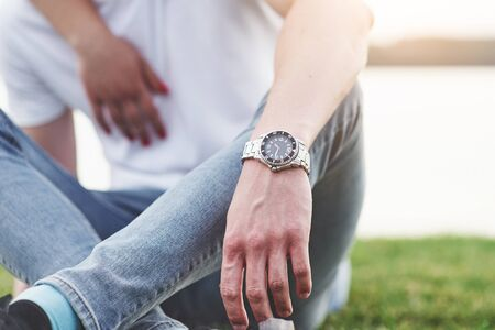 Mens hand with watch, free style. Beautiful style Banque d'images - 133824924