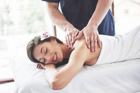 Beautiful woman lying on massage table in Spa. 版權商用圖片