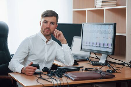 Always glad to help you. Polygraph examiner works in the office with his lie detectors equipment. Standard-Bild