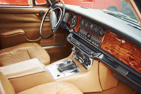 Close up view of front part of luxury old retro automobile. Banque d'images