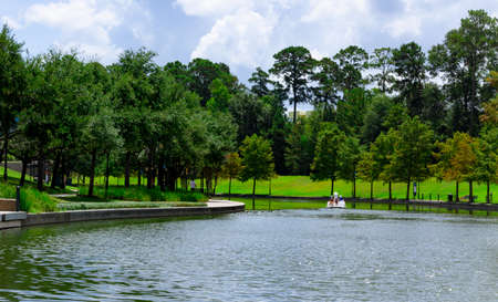 A paddle boat on a waterway at a public park in The Woodlands, TX. 版權商用圖片