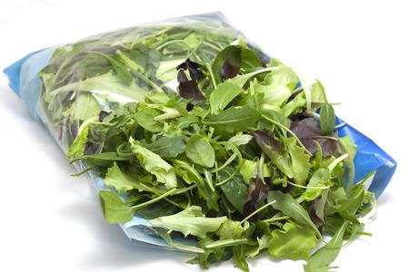 diverse seizoensgebonden salade verpakt
