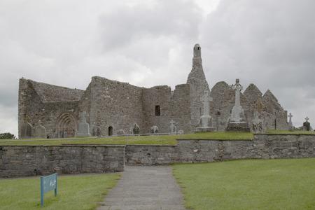 Rovine e paesaggio croci celtiche irlandesi Archivio Fotografico - 72182655