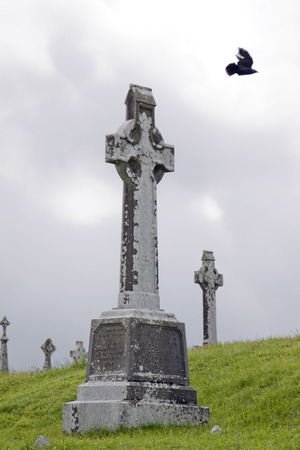 Rovine e paesaggio croci celtiche irlandesi Archivio Fotografico - 72182541