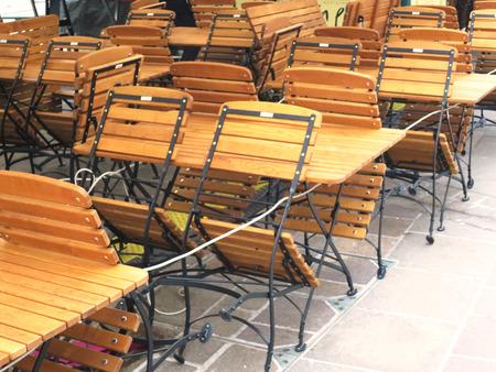 Banken en stoelen van houten vouwbarservice