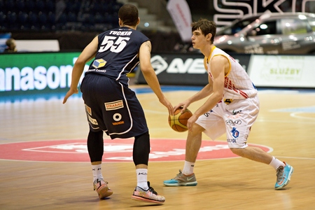 tucker: Viktor Pulpan and Anthony Tucker. 2st round of Kooperativa national basketball league between BK JIP Pardubice and BK Decin ends with score 79:70 Editorial
